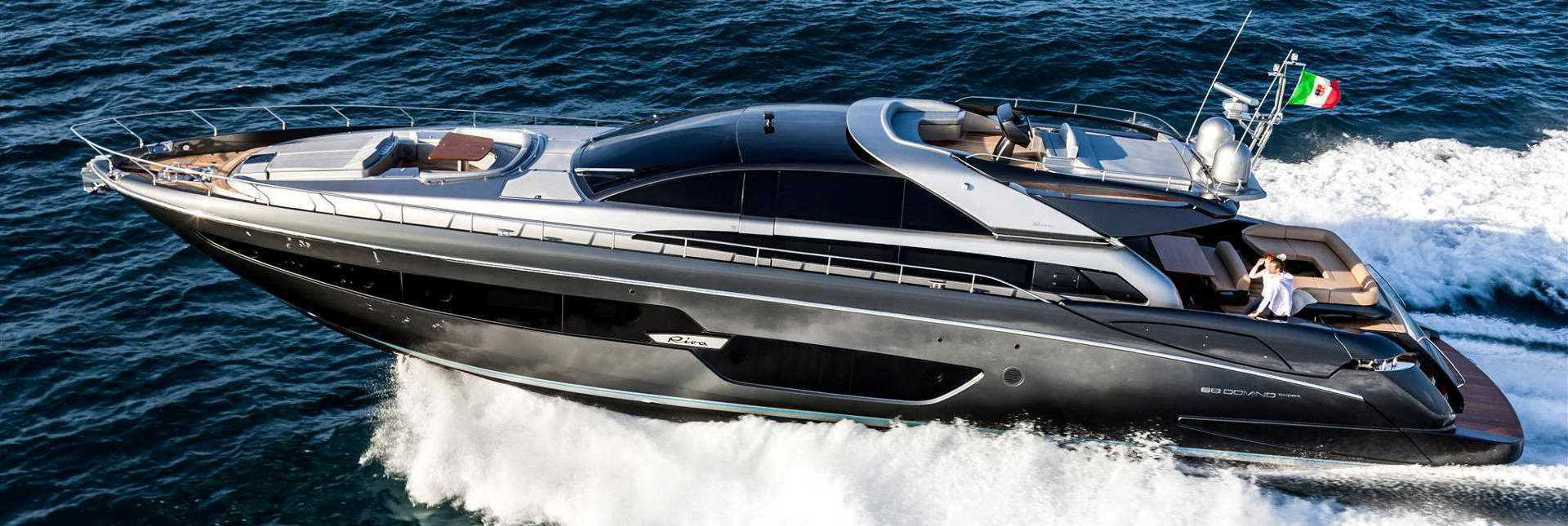 88.10 Ft Riva  88′ Domino