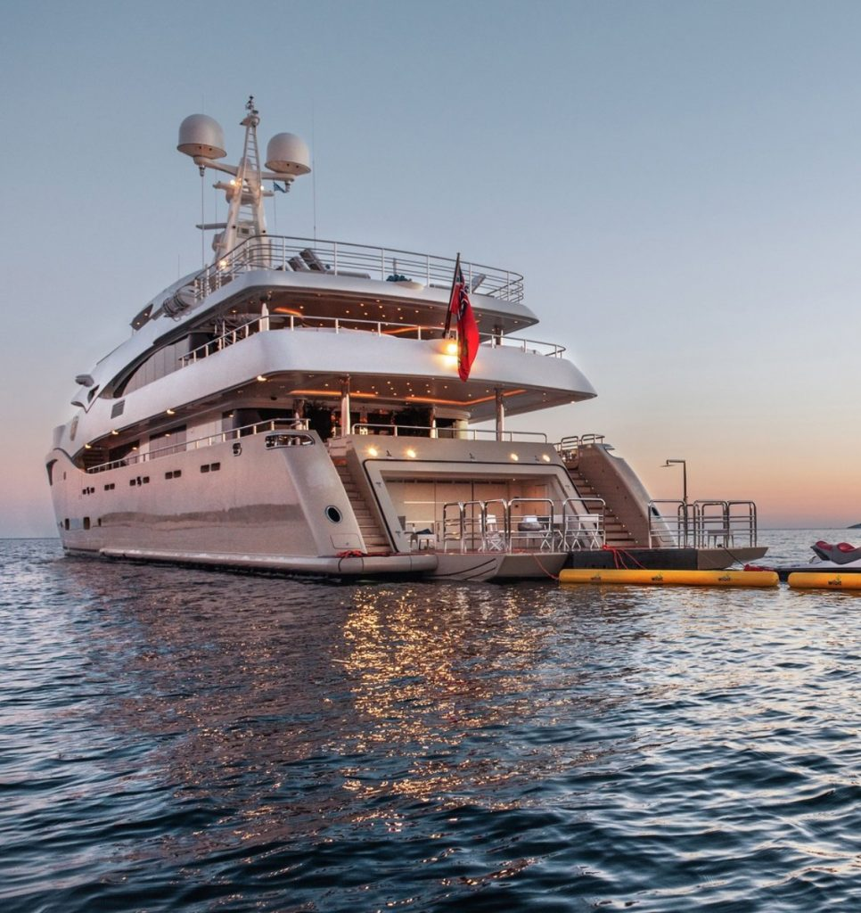 M/Y LIGHT HOLIC
